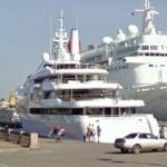 "Superyacht ""Vibrant Curiosity"" (StreetView)"