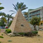 Pyramid (StreetView)