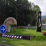 Floral grandfather clock and 3/4 cheese in a roundabout (StreetView)