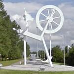 Spinning wheel in a roundabout