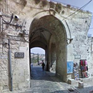 Lions' Gate (StreetView)