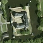 Moated baroque castle (Google Maps)