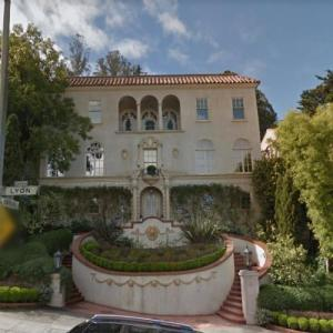 The Grove High School filming location from the movie The Princess Diaries (StreetView)
