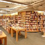 Schoenhof's Foreign Books (StreetView)
