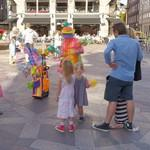 Balloon artist at work (StreetView)