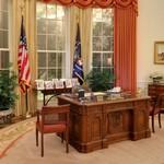 The White House Oval Office replica, Presidential desk (StreetView)