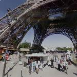 Eiffel Tower souvenir clothing vendor (StreetView)