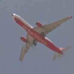 "Delta's Boeing 767 ""Pink Plane"" (StreetView)"