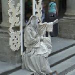 Living statue (StreetView)