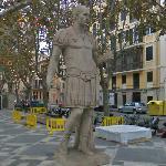 Statue of Julius Caesar (StreetView)