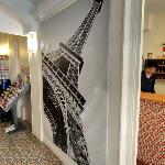 Eiffel Tower photomural (StreetView)