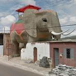 Giant elephant (StreetView)