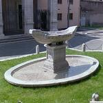 Fountain of the Small Boat (StreetView)