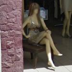 Mannequin in pose (StreetView)