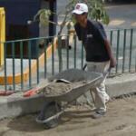 Man using a wheelbarrow (StreetView)