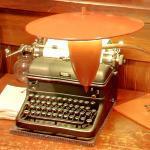 Antique typewriter (StreetView)