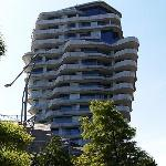 'Marco Polo Tower' by Behnisch Architekten (StreetView)