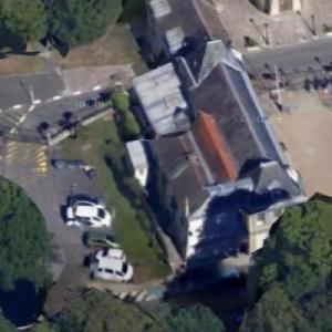 Mairie de Villeneuve-le-Roi (town hall) (Google Maps)