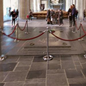 Entrance to the Royal tomb in the Nieuwe Kerk (StreetView)