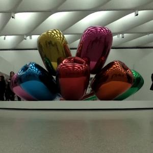 'Tulips' by Jeff Koons (StreetView)