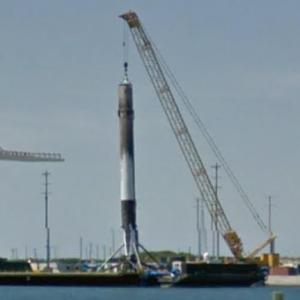 First Stage of SpaceX Falcon 9 Rocket (StreetView)