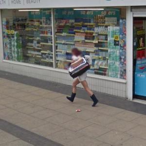 Shoplifter fleeing the scene (StreetView)