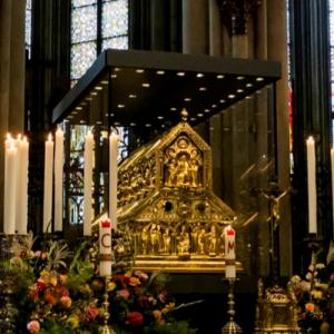 Shrine of the Three Kings in the Cathedral of Cologne (StreetView)