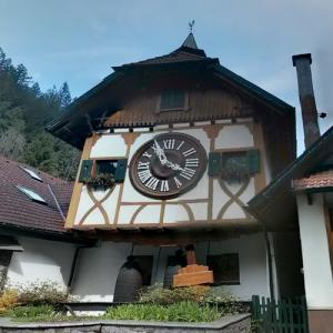 Biggest cuckoo clock in the World (StreetView)