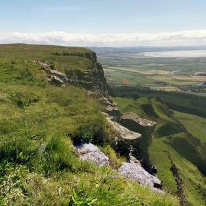 """Binevenagh Cliffs (""""Game of Thrones"""") (StreetView)"""