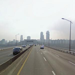 "Cheongdam Bridge (""Avengers: Age of Ultron"") (StreetView)"