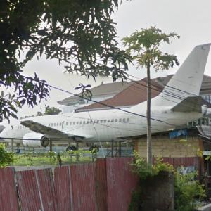 Abandoned airplane (StreetView)