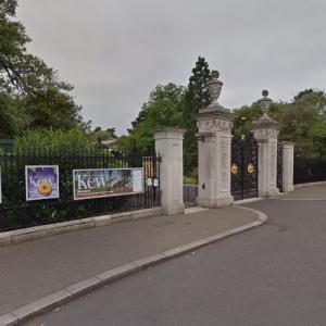 Elizabeth Gate - Kew Gardens (StreetView)
