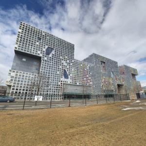 'Simmons Hall' by Steven Holl (StreetView)