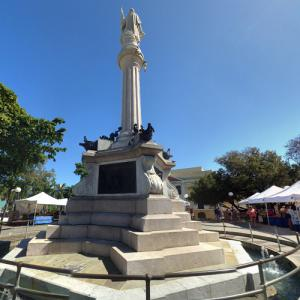 Christopher Columbus statue at Plaza Colón (StreetView)