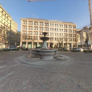 Piazza Fontana (StreetView)