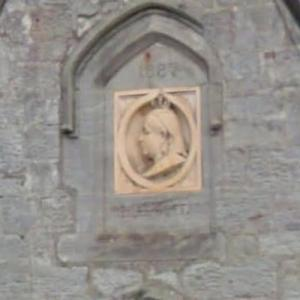 Queen Victoria plaque on a house in Ford (StreetView)