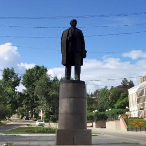 Lenin statue in Bodaybo (StreetView)