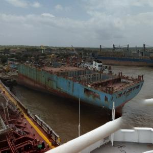 Maersk Georgia being scgrapped at Alang Shipbreaking Yard (StreetView)