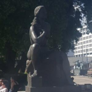 The statue of an unknown mother (StreetView)