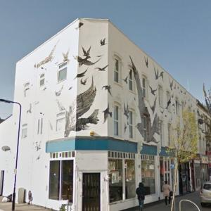 "Alfred Hitchcock's ""The Birds"" mural (StreetView)"