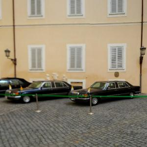 Limousines of the Pope (StreetView)