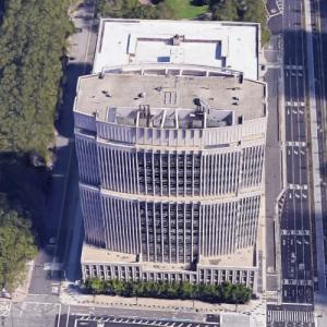'U.S. District Courthouse at Cadman Plaza' by Cesar Pelli (Google Maps)