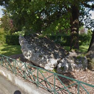 La Pierre-Levée (Dolmen) (StreetView)