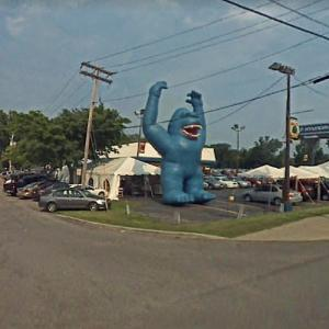 Inflatable Blue King Kong (StreetView)
