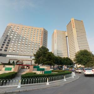 'Landmark Towers' by P&T (StreetView)