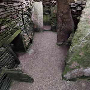 Unstan Chambered Cairn (StreetView)