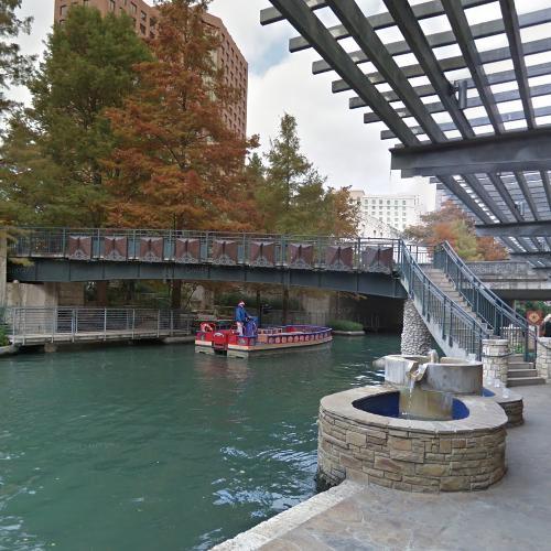 Riverwalk-Main Plaza Pedestrian Bridge (StreetView)