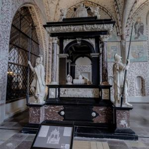 Tomb of King Christian III and Queen Dorothea at Roskilde Cathedral (StreetView)
