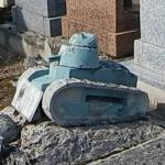 Grave with a Renault FT-31 tank model