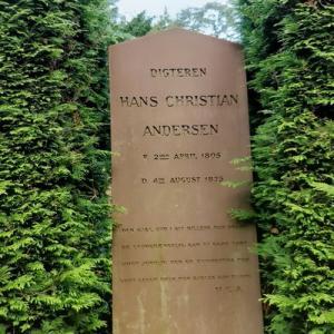 Hans Christian Andersen's grave (StreetView)